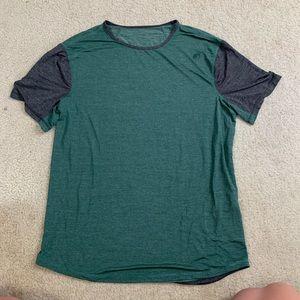 Men's sweat wicking Lululemon t-shirt
